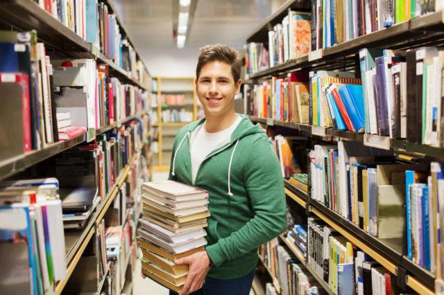 BTJ toimittaa kirjastoille kiroja ja muita palveluja. Kuva: 123rf.com.