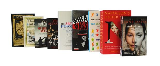 Clays painaa paljon ns. indie-kustantajien kirjoja pieninä sarjoina.