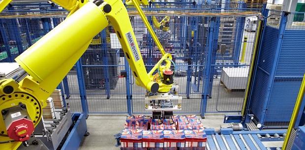Rima-Systemsin palletteja tekevä robotti.
