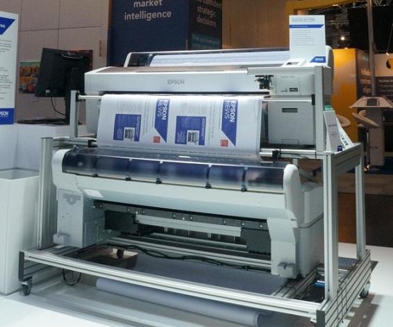 DJet-tulostusjärjestelmä yhdistää kaksi suurkuvatulostinta.