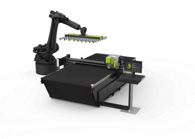 Eskon robotin avulla toimiva Kongsberg C24-leikkuupöytä.