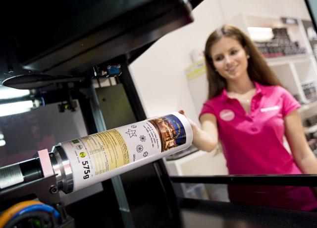Mymuesli-yhtiö tekee asiakkaille persoonallisia pakkauksia Heidelbergin Jetmaster-esinetulostimella. Kuva Heidelberg.