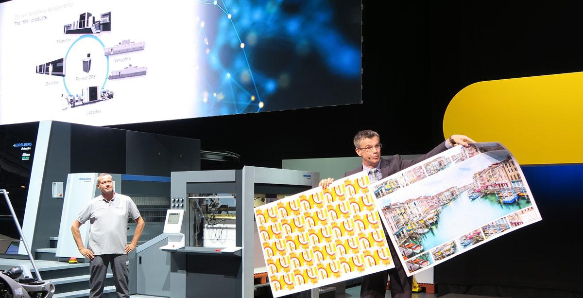 Heidelbergin painokoneliiketoiminnan johtaja Stephan Plenz näytti Primefire 106 -mustesuihkukoneella painettua arkkia. Laatu oli vaikuttava.