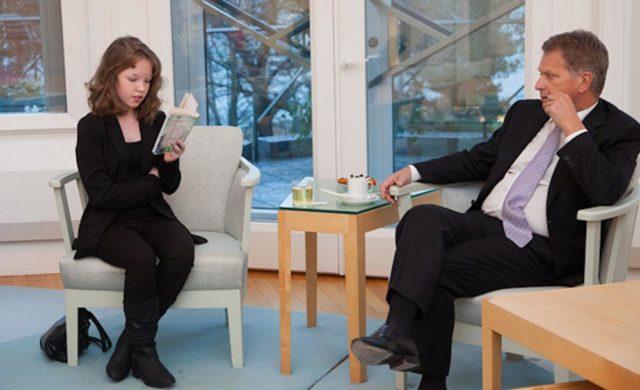Tasavallan presidentti Sauli Niinistö toimi Kirjan vuosi -teemavuoden suojelijana ja haastoi puolisonsa Jenni Haukion kanssa suomalaiset antamaan lapsille lukuaikaa.