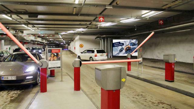 Mediateko tuo digitaaliset mainospinnat Stockmannin pysäköintitaloihin.