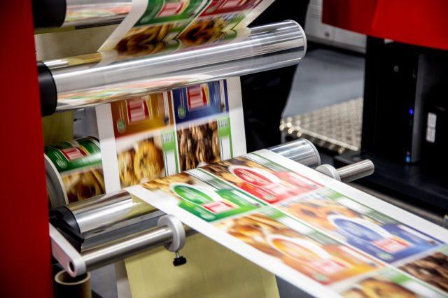 Digipainaminen on yleistä etikettien tuotannossa. Kuva Xeikon.