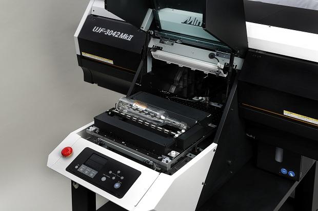 Kebab-optio asennettuna UJF-3042 MkII-tulostimeen.