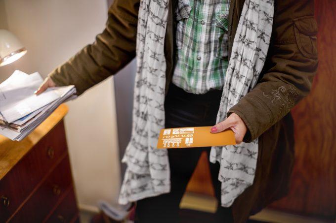 Paperipostia luetaan entistä tarkemmin kotona