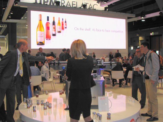 UPM Raflatac esitteli messuilla ultraohuita läpinäkyviä etikettejä