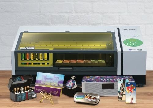 Rolandin VersaUV LEF-200 -tulostin.