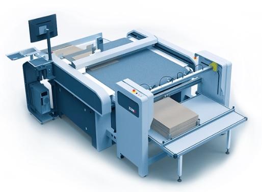 Zünd S3 -leikkuri varustettuna automaattisella arkinsyötöllä.